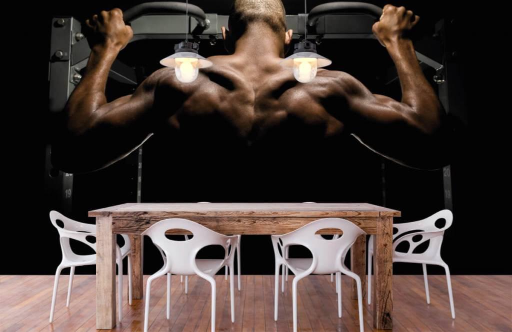 Fitness - Homme au dos musclé - Garage 2
