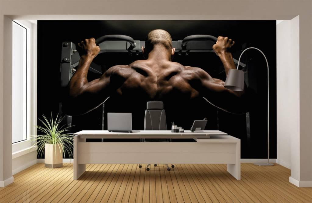 Fitness - Homme au dos musclé - Garage 4