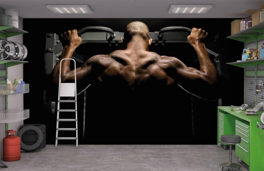 Fitness - Homme au dos musclé - Garage 9